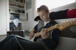 kids learn to play guitar